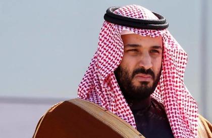 شاهد : ولي العهد يطمئن على صحة رئيس تحرير صحيفة الرياض بعد تعرضه لوعكة في الصين