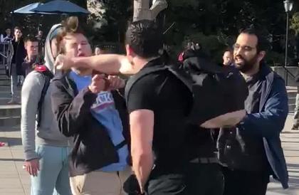 عراك عنيف في حرم جامعة أمريكية