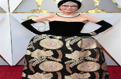 بالصور - أغرب 10 فساتين ظهرت في حفل الأوسكار السنوات الماضية