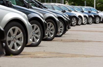 أستاذ تمويل يوضح تأثير خفض الفائدة بالبنوك على مبيعات السيارات
