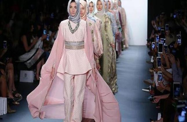 8ec240626 بالصور الحجاب على منصات عروض أسابيع الموضة هكذا تطور مؤخرا - مرأة