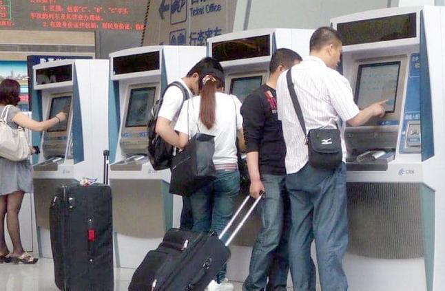 «ادفع بوجهك».. تقنية جديدة في قطارات الصين !