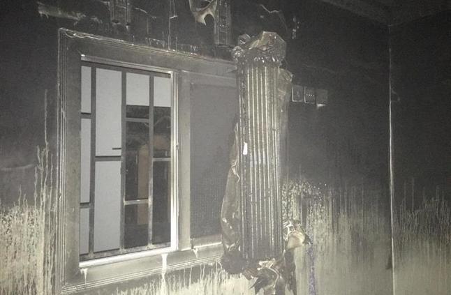 إصابة 4 مواطنين في حريق شقة سكنية بينبع - صور