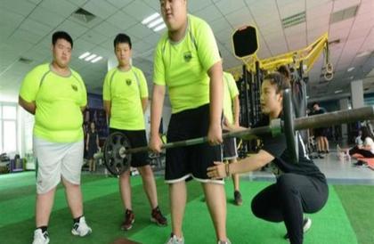 """""""المشي مقابل المال"""".. جامعة صينية تشجع طلابها على خسارة الوزن بتطبيق إلكتروني"""