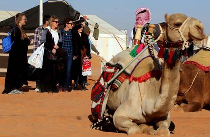 مهرجان الملك عبدالعزيز للإبل.. 13500 عدد مزاين الإبل المشاركة ونجاح ملموس في الفعاليات