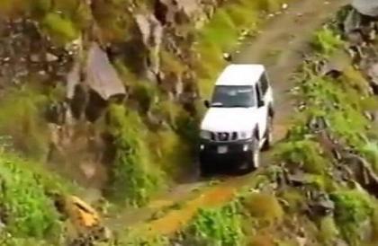 مشهد مثير لأخطر الطرق الجبلية في الجزيرة العربية بجازان