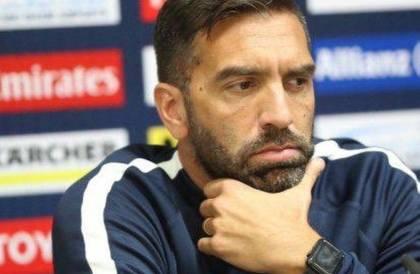 الوحدة يتفق مع الأرجنتيني خوان براون لتدريب الفريق الأول