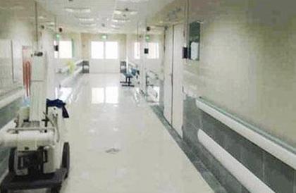 الكويت: موقوف مكبل اليدين يهرب من مستشفى بسيارة إسعاف