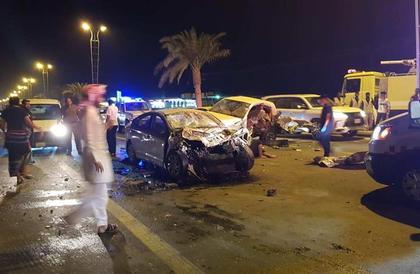 حـادث تصادم بين 6 مركبات في بيش.. ومصرع وإصابة 6 أشخاص