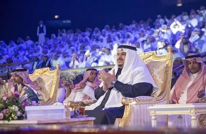 نائب أمير الرياض يتوج الشعراء الفائزين بمسابقة فرسان القصيد