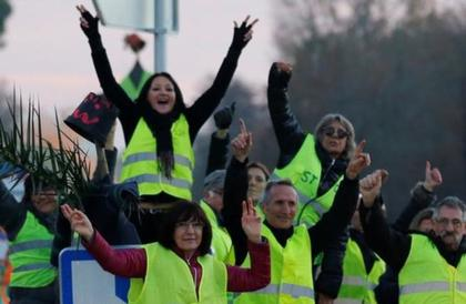"""السلطات الفرنسية تمنع """"السترات الصفراء"""" من التظاهر في منطقة الشانزليزيه"""