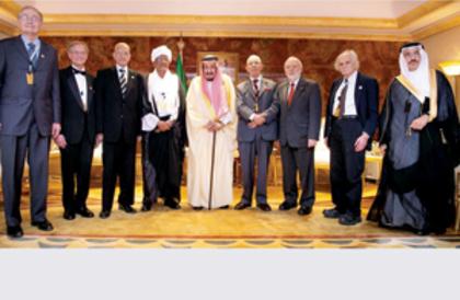 خادم الحرمين يتوج الفائزين بجائزة الملك فيصل