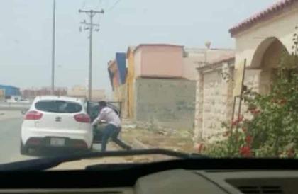 مصادر: شرطة جدة تقبض على سالبي أموال قاصدي أحد الطرق في الفيديو المتداوَل