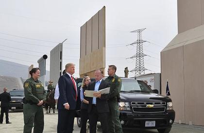 البنتاغون يوافق على صرف مليار دولار لبناء جدار حدودي مع المكسيك
