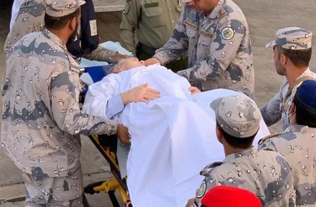حرس الحدود ينقذ مُسناً أمريكياً بعد إصابته بنزيف معوي على متن سفينة سياحية بالبحر الأحمر (صور)