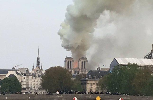الداخلية الفرنسية: رجال الإطفاء قد لا يستطيعوا إنقاذ كنيسة نوتردام التاريخية » صحيفة صراحة الالكترونية