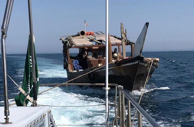 حرس الحدود ينقذ كويتياً تعطل قاربه في المياه الإقليمية السعودية