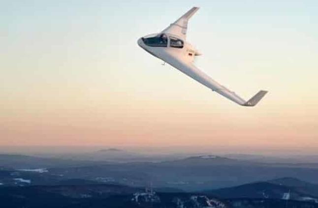 بالصور: طائرة بجناحين.. لكن بدون جسم