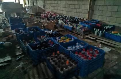 القصيم: إغلاق مستودع عشوائي وإتلاف 7 أطنان مواد فاسدة