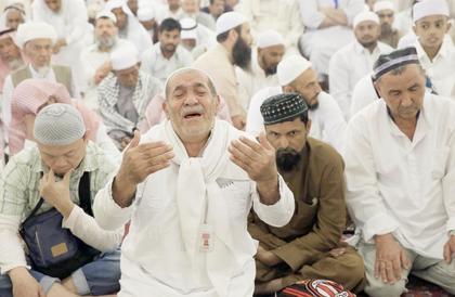 خطيب المسجد الحرام: حذار من العرافين والكهنة وفضائياتهم