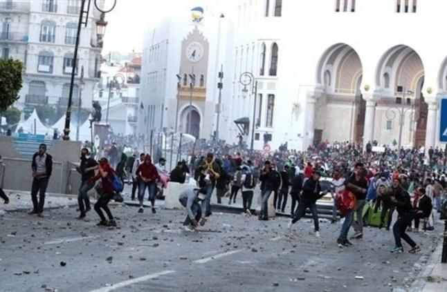 وفاة متظاهر جزائري متأثراً بإصابته