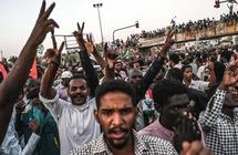 السودان.. اعتقال قيادات وإقالة ضباط وتجريد من الحصانة