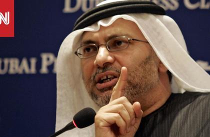 قرقاش: قطر تتمسك بصعوبة مع ما تبقى من علاقاتها العربية والرميحي يرد
