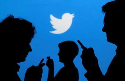 شاهد صورة لوالد مغرد مع أصدقائه تجتاح تويتر وتحقق 330 ألف اعجاب