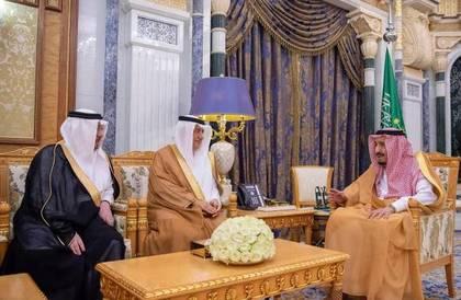 الملك سلمان يكرّم الدكتور نزار مدني ويمنحه وشاح الملك عبدالعزيز