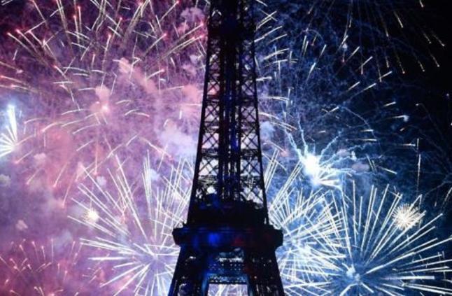 باريس تحتفل بميلاد برج إيفل الـ 130
