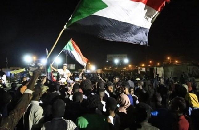 الجيش السوداني يعلق الحوار حتى رفع الحواجز من الطرق
