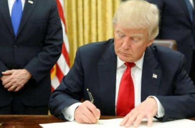 الرئيس الأمريكي يعلن حالة الطوارئ