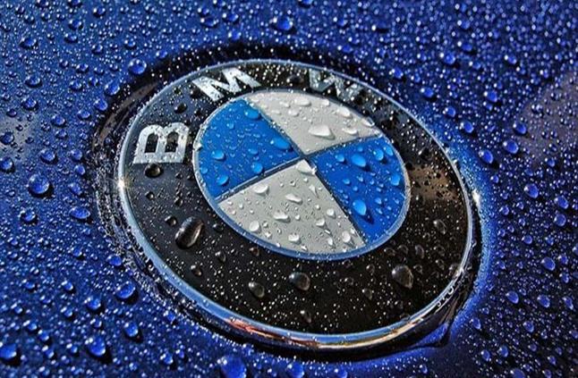 """وكيل BMW يقدم 4 سيارات جديدة.. إحداها بقوة """"530 حصان"""""""