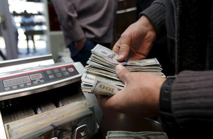 مركز يتحدث عن شبهات فساد في عمل مصرف عراقي حكومي