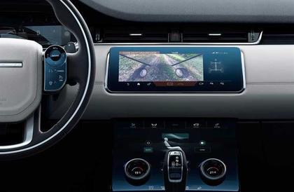 """""""غطاء المحرك الشفاف"""" يمنح سيارة لاند روڤر """"إيڤوك"""" جائزة الابتكار"""