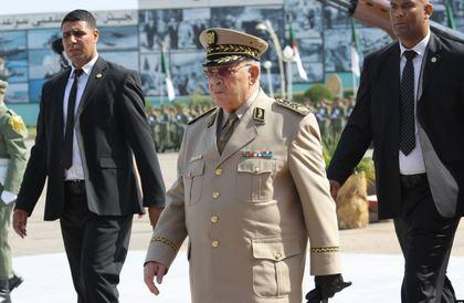 قايد صالح يحذر من 'فراغ دستوري' بالجزائر