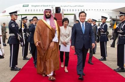 في كسر للبروتوكول ولأول مرة.. رئيس الوزراء الكوري يستقبل ولي العهد في المطار