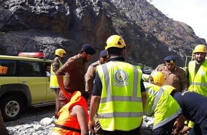 فقدان ستة أشخاص في سيل وادي لجب.. وإنقاذ أربعة منهم أحياء