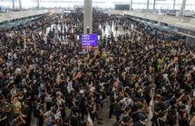 بالفيديو... مئات الآلاف يحتشدون بشوارع هونغ كونغ رغم الأمطار الغزيرة