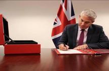 بريطانيا توقع على وثيقة إلغاء سريان قوانين الاتحاد الأوروبي: الخروج بنهاية أكتوبر