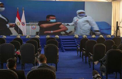 مصر تطلق حملة التلقيح ضد كوفيد-19