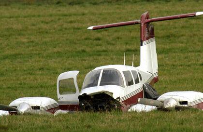 فيديو مرعب طائرة تهبط اضطراريا على طريق سريع في أمريكا وتصطدم بسيارة