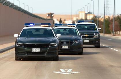 شرطة الرياض تضبط 5 مقيمين لمتاجرتهم بالعملات المزيفة