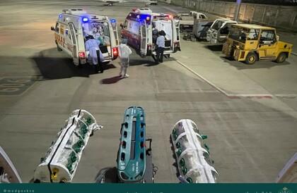 الإخلاء الطبي الجوي ينقل عائلة سعودية مصابة بفيروس كورونا ( كوفيد 19 ) من الهند إلى المملكةالإخلاء الطبي الجوي ينقل عائلة سعودية مصابة بفيروس كورونا ( كوفيد 19 ) من الهند إلى المملكة