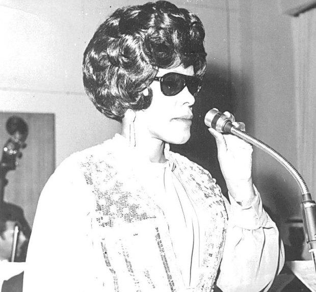 ولدت عائشة المرطة في 5 فبراير عام 1931 في الكويت