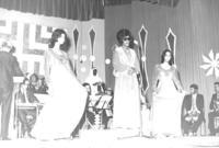 أصبحت عائشة هي أول صوت نسائي كويتي يغني بصحبة فرقة موسيقيّة