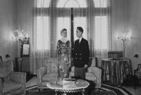 وانفصلا في عام 1956 ليتم الطلاق في عام 1957