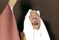 تسلم الملك خالد الحكم وعمل على زيادة دخل البلاد من البترول، وأدى ذلك إلى توفير الأموال لتنفيذ الخطة الخمسية التي وضعت بعهد الملك فيصل