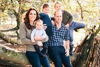 دوقة كامبريدج كيت ميدلتون مع عائلتها
