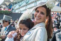 الأميرة هيا مع ابنتها الشيخة الجليلة